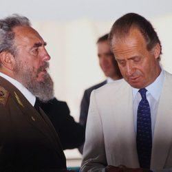 El Rey Juan Carlos I y Fidel Castro en la Exposición Universal de Sevilla