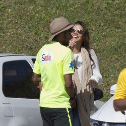 Bruna Marquezine con Neymar en un entrenamiento de la Selección de Brasil