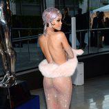 Rihanna lo enseña todo en los CFDA Fashion Awards 2014