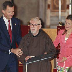 Los Príncipes Felipe y Letizia entregan el Premio Príncipe de Viana 2014 a Tarsicio de Azcona