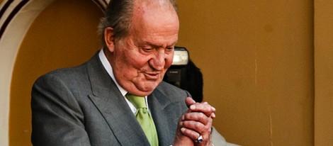 El Rey Juan Carlos agradece los aplausos en la Corrida de la Beneficencia 2014