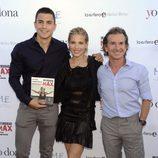 Álex González acompaña a Elsa Pataky y Fernando Sartorius en la presentación de su libro
