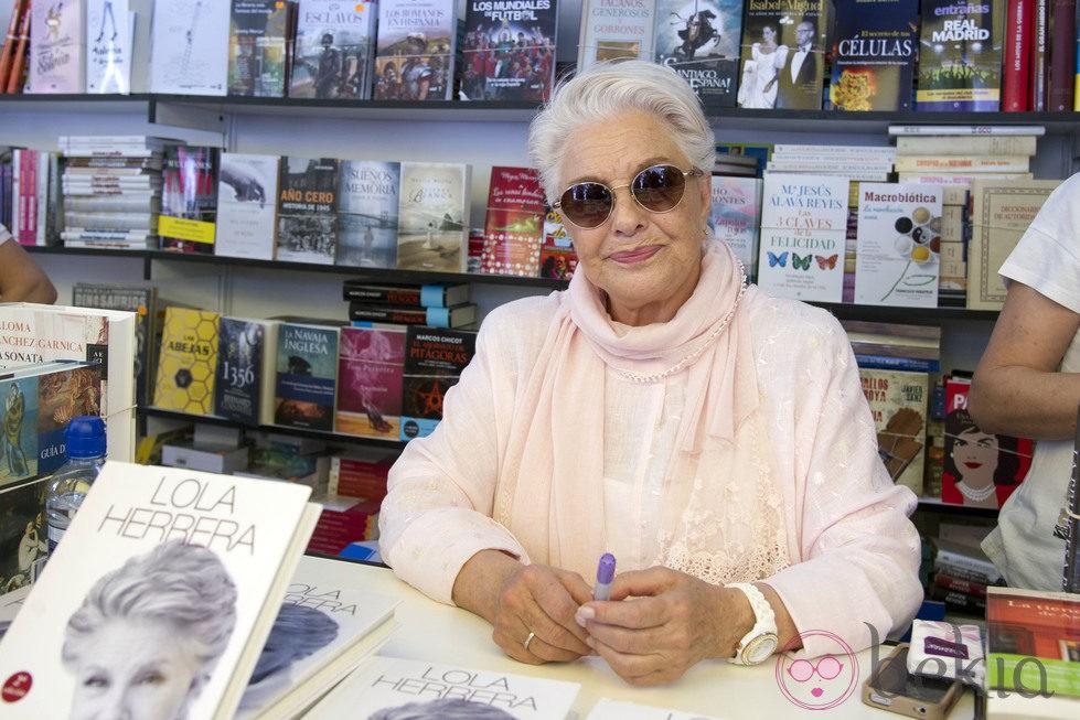 Lola Herrera en la Feria del Libro de Madrid 2014