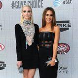 Jaime King y Jessica Alba en los premios Guys Choice 2014