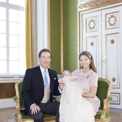 Magdalena de Suecia y Chris O'Neill con la Princesa Leonor en su bautizo