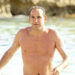 Aurelio Manzano dándose un chapuzón en las playas de Ibiza