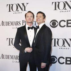 Neil Patrick Harris y David Burtka en los Premios Tony 2014