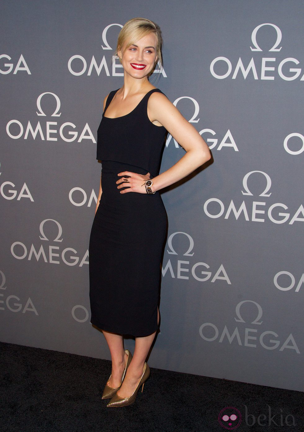 Taylor Schilling en la Fiesta Omega Speedmaster Dark Side of the Moon