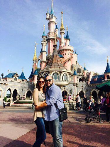 Kiko Rivera y su novia Irene Rosales en Disneyland Paris
