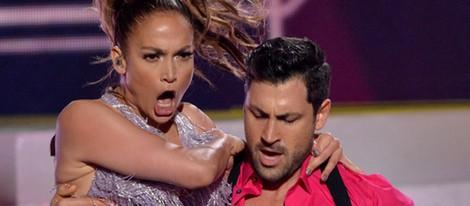 Jennifer Lopez y Maksim Chmerkovskiy actuando en los American Music Awards 2013