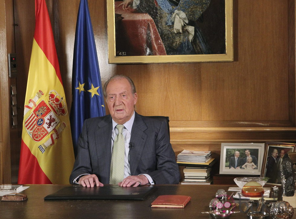 El Rey Juan Carlos durante el mensaje en el que anunció su abdicación