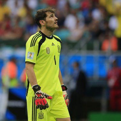 Iker Casillas se lamenta de la derrota de 'La Roja' ante Holanda en el Mundial 2014