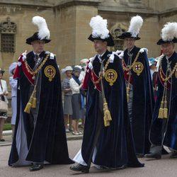 El Príncipe de Gales, el Duque de Cambridge, el Duque de York y el Conde de Wessex en la Orden de la Jarretera 2014