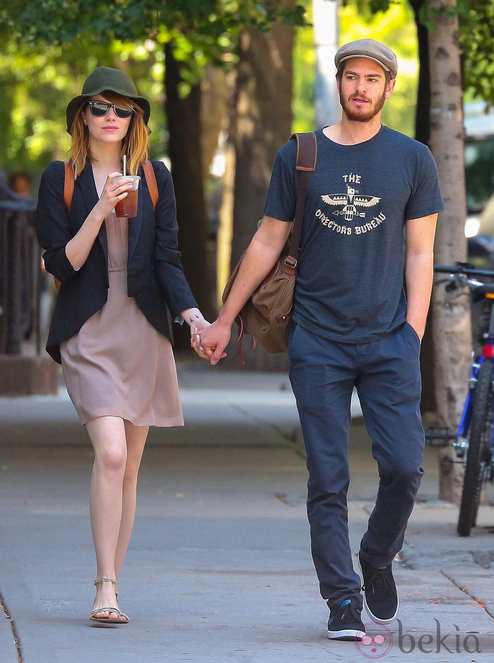 Emma Stone y Andrew Garfield pasean cogidos de la mano por Nueva York