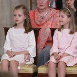 Las Infantas Leonor y Sofía en la firma de la Ley de Abdicación del Rey Juan Carlos