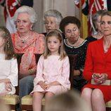 Las Infantas Elena, Sofía, Leonor, Pilar y Margarita en la firma de la Ley de Abdicación del Rey Juan Carlos