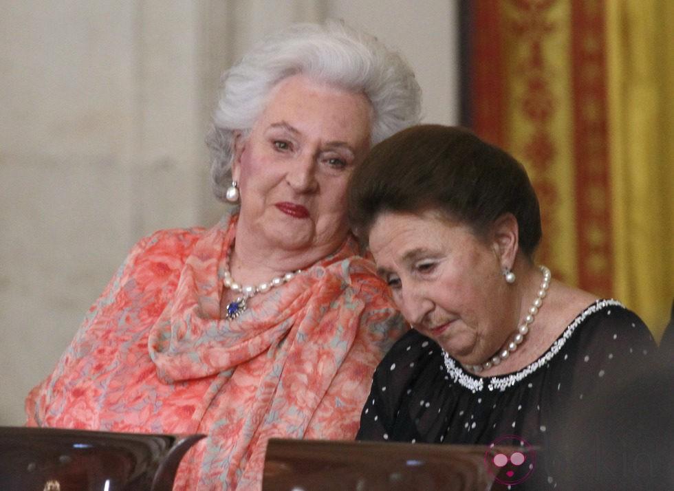 Las Infantas Pilar y Margarita en la firma de la Ley de Abdicación del Rey Juan Carlos