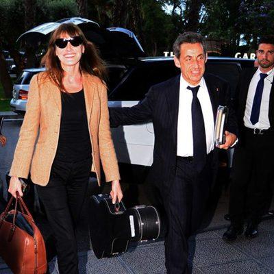 Nicolas Sarkozy y Carla Bruni llegando a su hotel de Barcelona