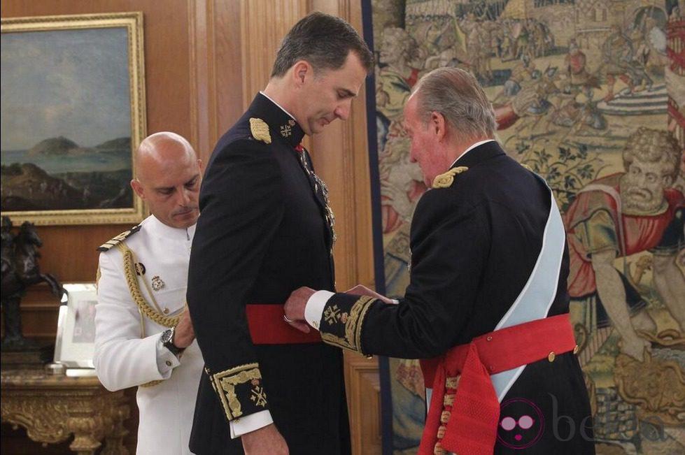 El Rey Felipe VI recibe la Faja de Capitán General