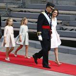 Los Reyes Felipe VI y Letizia junto a la Princesa Leonor, la infanta Sofía y el Presidente de Gobierno