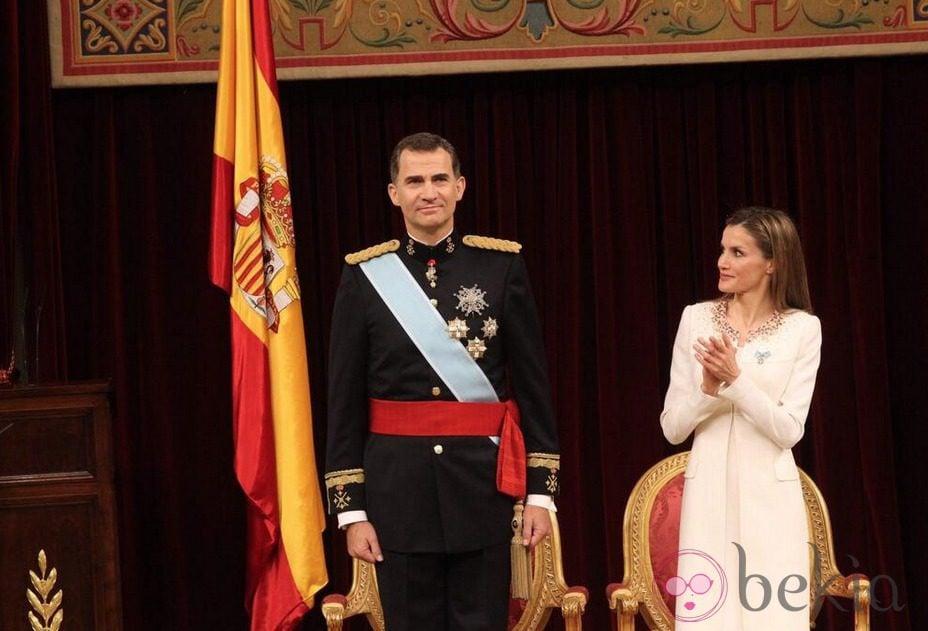 El Rey Felipe VI y la Reina Letizia tras el primer discurso como Rey de España