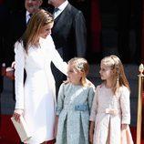 La Reina Letizia con sus hijas Leonor y Sofía en la proclamación del Rey Felipe VI