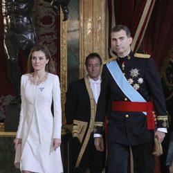 Don Felipe y Doña Letizia llegando a su primera recepción como Reyes de España
