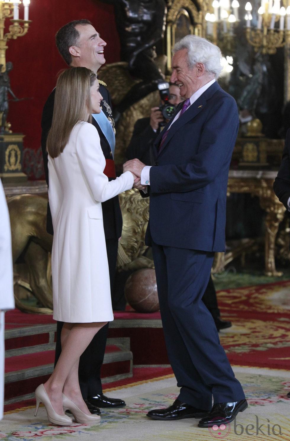 Luis del Olmo con los Reyes Felipe y Letizia en su primera recepción como Reyes
