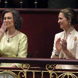 La Reina Sofía lanza un beso al Rey Felipe tras homenajearla en su discurso de proclamación