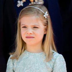 La Infanta Sofía posa en la Puerta de los Leones del Congreso de los Diputados