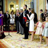 El Congreso de los Diputados aplaude tras el primer discurso de Felipe VI como Rey de España