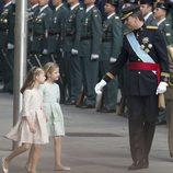 La Princesa Leonor y la Infanta Sofía siguen al Rey Felipe VI en su llegada al Congreso de los Diputados