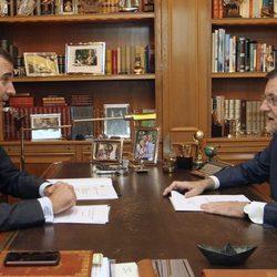 El Rey Felipe y Mariano Rajoy en su primer despacho