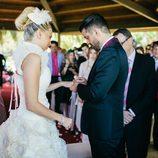 Marc Amigó pone el anillo a María Lapiedra en su boda