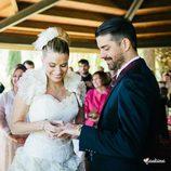 María Lapiedra pone el anillo a Marc Amigó en su boda