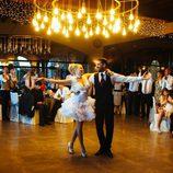 María Lapiedra bailando con Marc Amigó en su boda