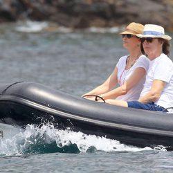 Paul McCartney y Nancy Shevell en una lancha en sus días de descanso en Ibiza