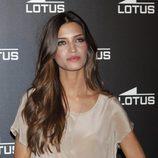 Sara Carbonero muestra el reloj de la nueva colección de Lotus que promociona