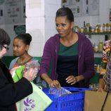 Michelle Obama junto a sus hijas en Acción de Gracias
