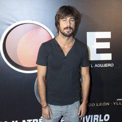 Hugo Silva acude al estreno de la obra de teatro 'The Hole'