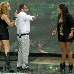 Jorge Javier Vázquez separa a Sofía Cristo y Aída Nizar en la primera gala de 'Acorralados'