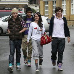 Niall Horan, Zayn Malik, Cher Lloyd y Harry Styles en Londres