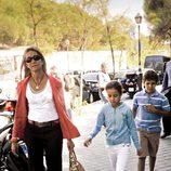 La Infanta Elena y sus hijos en el 36 cumpleaños de María Zurita