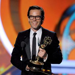 Guy Pearce recoge su Emmy como Mejor Actor Secundario de Miniserie por 'Midred Pierce'