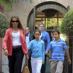 La Infanta Elena, Froilán y Victoria en el 36 cumpleaños de María Zurita