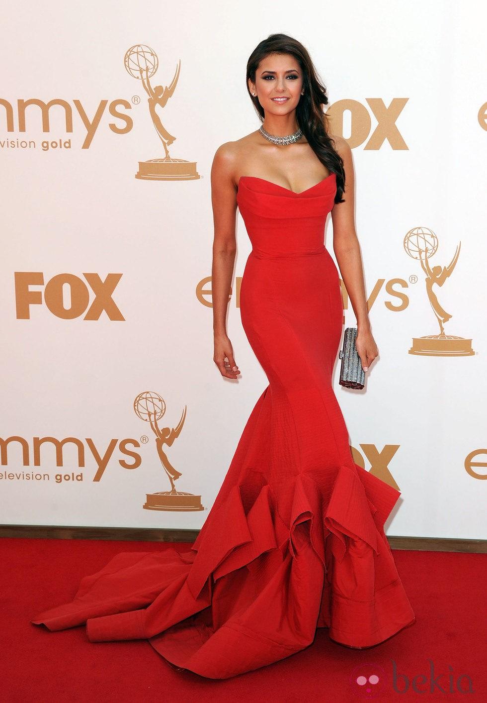 Nina dobrev en los premios emmy 2011 alfombra roja de los premios emmy 2011 foto en bekia - Alfombra nina ...