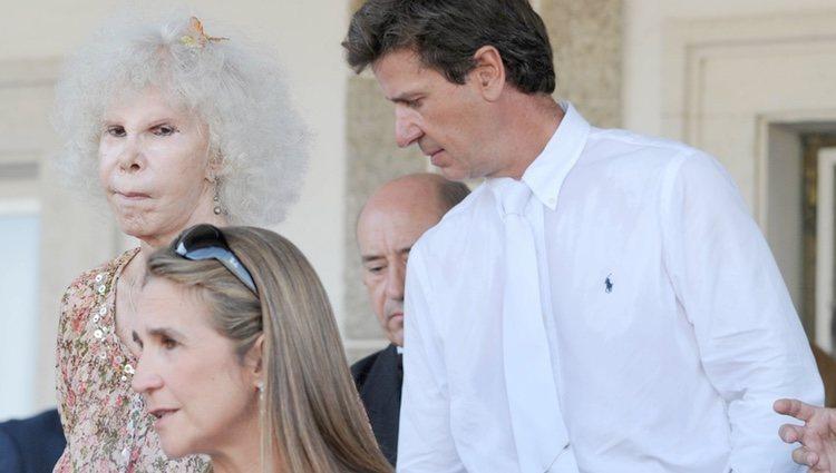 La Infanta Elena, la Duquesa de Alba y Cayetano Martínez de Irujo en un Concurso de Saltos