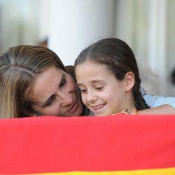 La Infanta Elena, muy cariñosa con Victoria Federica en el Concurso de Saltos