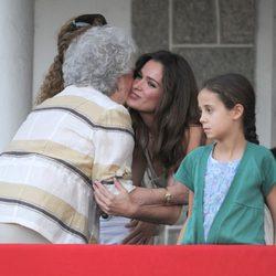 La Infanta Pilar y Mar Saura se saludan junto a Victoria Federica en el Concurso de Saltos