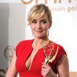 Kate Winslet con su estatuilla en los premios Emmy 2011